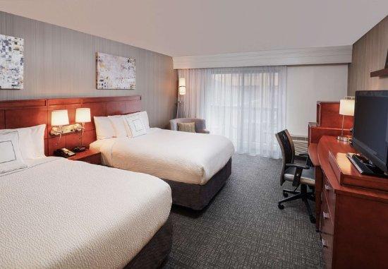 Orange, CT : Double/Double Guest Room
