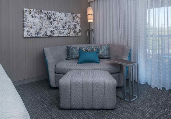 Lynchburg, VA: King Guest Room Amenities