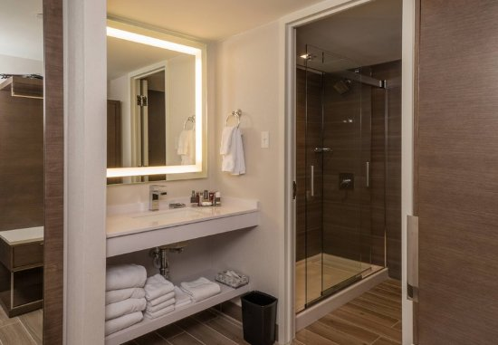 Minnetonka, MN: Guest Bathroom