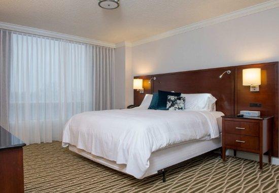 Minnetonka, MN: King Guest Room