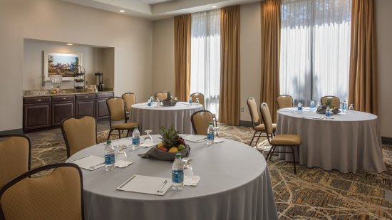 Lakewood, Κολοράντο: Carriage Meeting room is spacious for social and corporate events