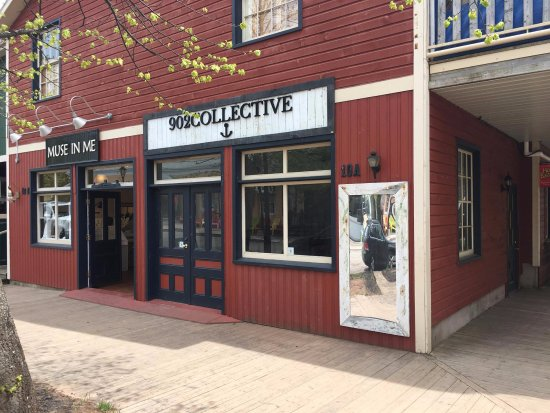Charlottetown, Canadá: Flagship Store Location: 902COLLECTIVE - Local Clothing & Apparel Brand