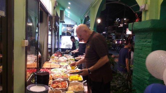 Joy's Cafe: Full buffet