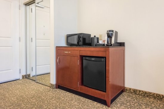 Meridian, MS: King Accessible Amenities