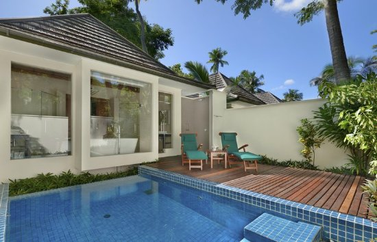 Hilton Seychelles Labriz Resort & Spa: beachfront villa with plungle pool
