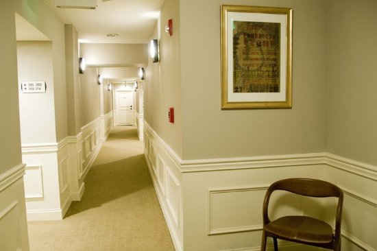 The Oliver Hotel: Guest Room Hallway