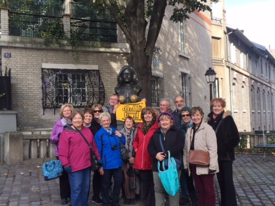 Sight Seeker's Delight Unique Walking Tours : A stop a Dalida in Montmartre.