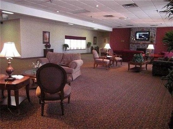 Holiday Lodge Hotel & Conference Center: Bar Lounge