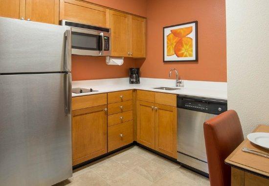 Miramar, FL: Studio & One-Bedroom Suite Kitchen