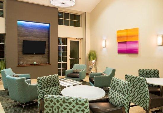 Miramar, FL: Lobby Seating Area