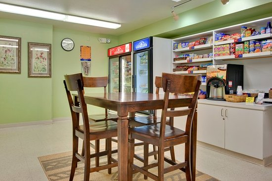 Candlewood Suites Phoenix Tempe: Cupboard