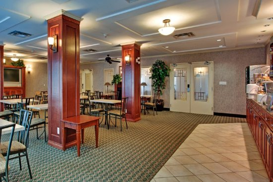 Holiday Inn Express and Suites Medicine Hat: Breakfast Bar