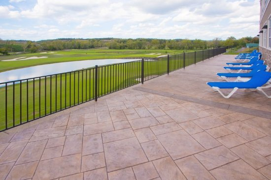 Front Royal, VA: Sundeck on Pool Level has amazing views of the Golf Course