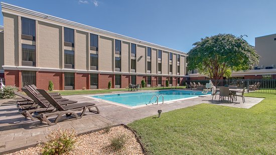 Midlothian, VA: Relax by our outdoor pool