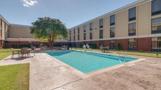 Midlothian, VA: Beautiful Pool & Courtyard area