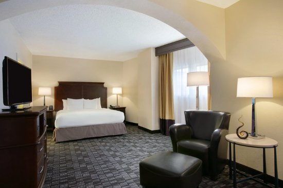 Embassy Suites By Hilton New Orleans Convention Center Presidential Suite Bedroom 413