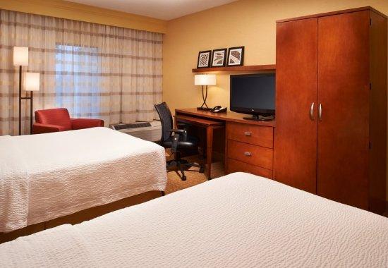Arlington Heights, IL: Queen/Queen Guest Room