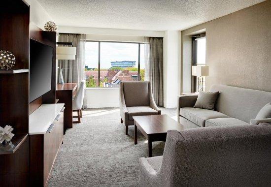East Lansing, MI: Executive Suite Living Room
