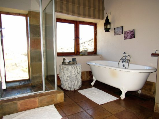 Rhodes, South Africa: Bathe with a view of the Drakensberg!