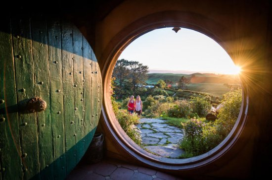 Hobbiton Movie Set & Te Puia Geothermal Geyser valley, Small Group...