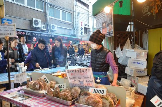 Osaka's Kuromon Market Food Tour