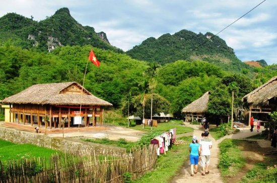 Hanoi - Mai chau Adventure 2 Days 1...