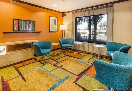 Turlock, CA: Extended Lobby Area
