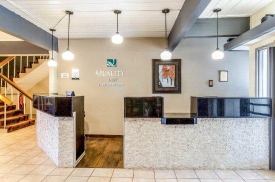 Buffalo, WY: Lobby with sitting area