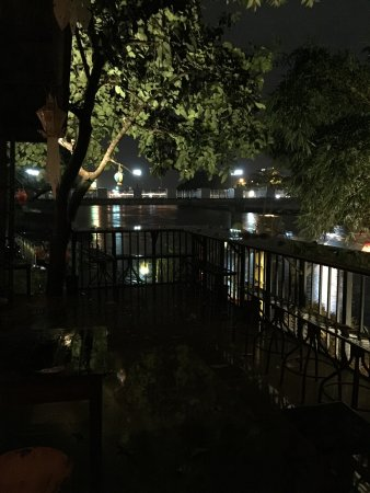 Tilt House Riverside The Vintage Bar And Restaurant Beside Ping River Chill Style In