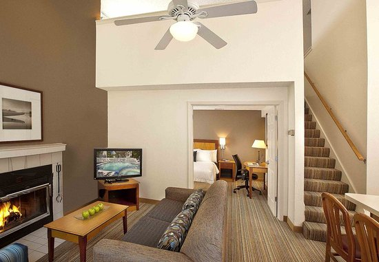 Lake Oswego, OR: Two-Bedroom Penthouse Suite