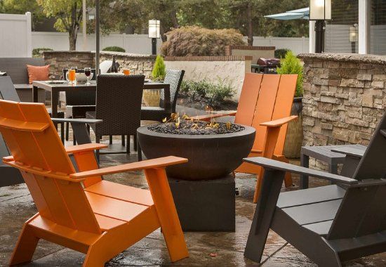 Lake Oswego, OR: Outdoor Patio & Fire Pit