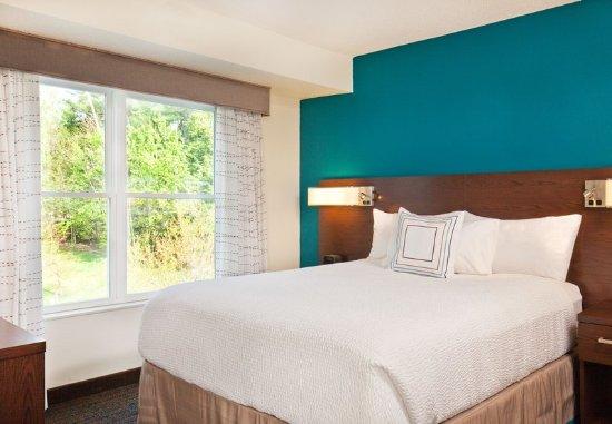 Lebanon, NH: One-Bedroom Suite – Sleeping Area