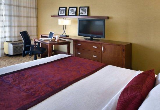Coraopolis, PA: King Guest Room