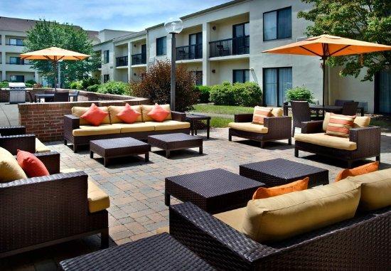 Coraopolis, PA: Outdoor Terrace