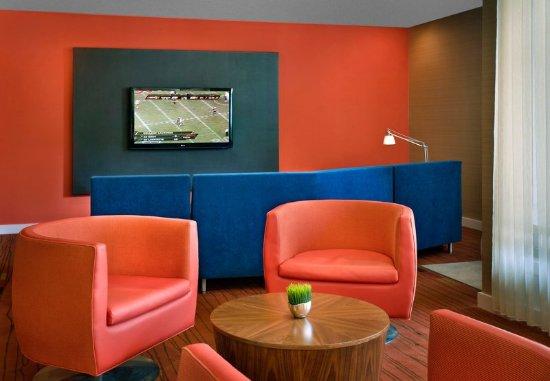 Coraopolis, PA: Lobby Seating