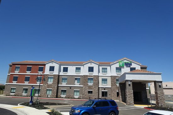 Holiday Inn Express & Suites Brentwood Hotel Entrance