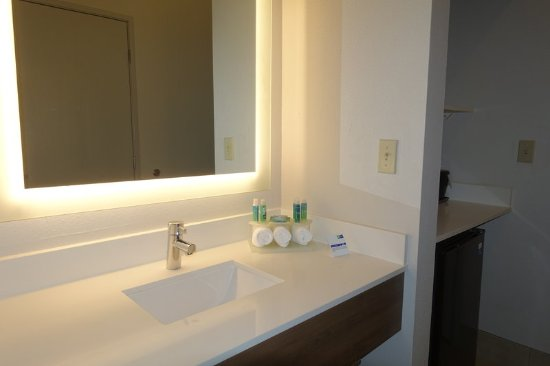 Brentwood, CA: Sink at Guest Room
