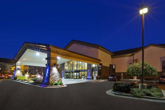 Warren, MI: Exterior Main Entrance