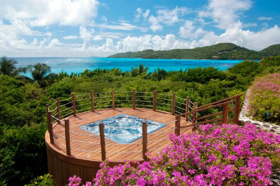 Canouan: Jacuzzi at Five Bedroom Estate Residence