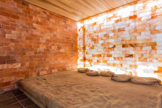 Himalayan Salt room - Picture of Art of Sauna, Burnaby - TripAdvisor