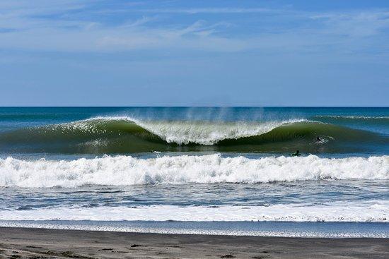 Surf Tours Nicaragua : peaks...