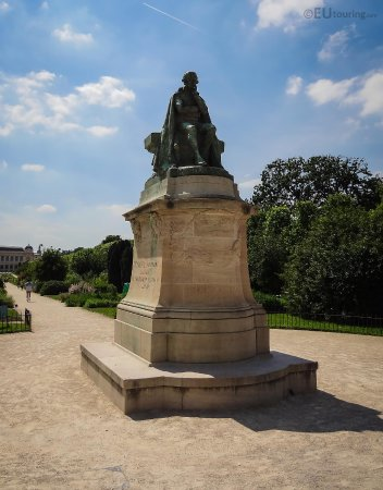 Jardin des plantes paris all you need to know before - Esplanade jardin des plantes paris ...