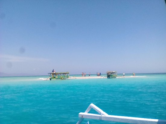 Mataram, Indonesia: This is Gili Kapal in high tide. It is in the east Lombok. No body lives on the island.