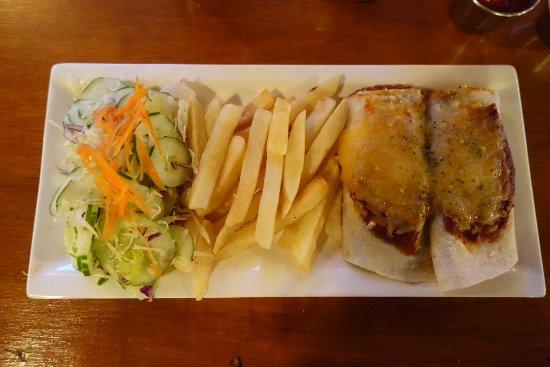 Kolonia, Mikronesiens federerade stater: Så här ser min måltid Enchilada ut. Lagom stor portion.