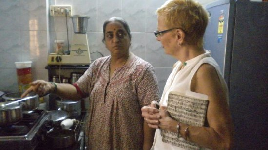 Explore Globe Mumbai Homestay: With the guests cooking lessons