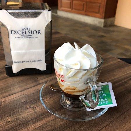 Savigliano, Italien: Caffè con panna