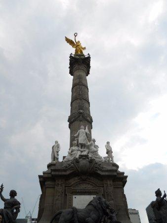 Monumento a los Heroes de la Independencia : La Victoria alada.