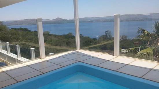 Schoemansville, África do Sul: View from the Penthouse's own balcony pool.