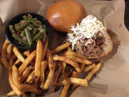 Glen Burnie, MD: Pulled pork sandwich platter