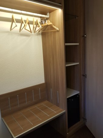 Hotel Alexander: Triple room - Wardrobe on the other side of the door